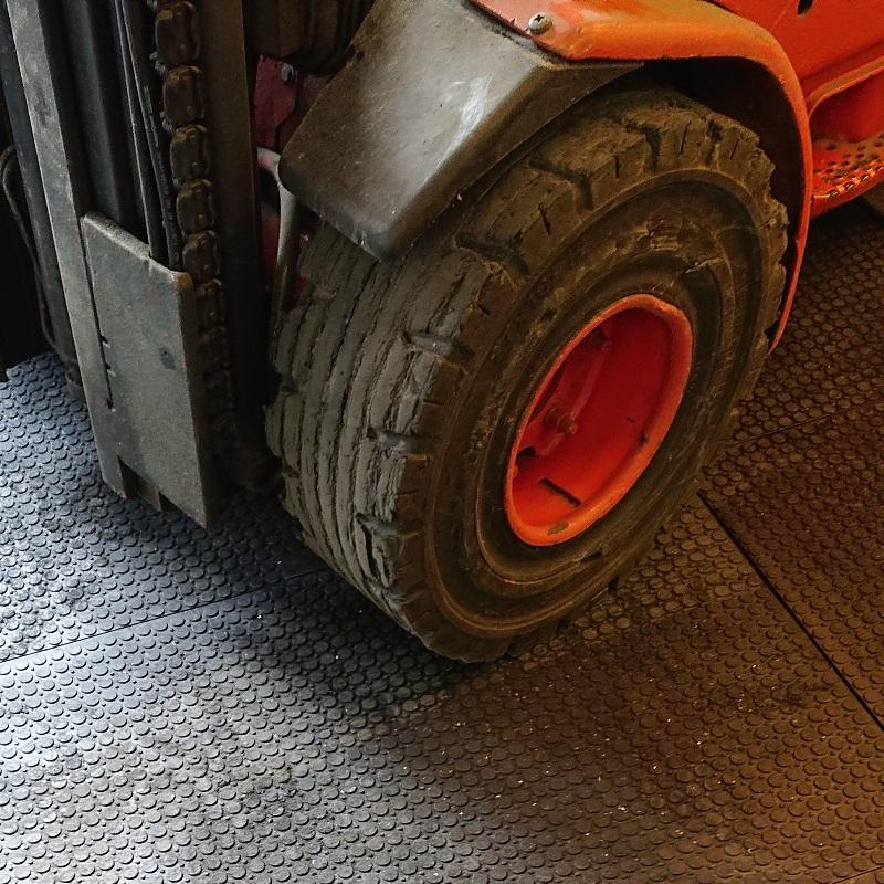 Průmyslová gumová zátěžová podlaha
