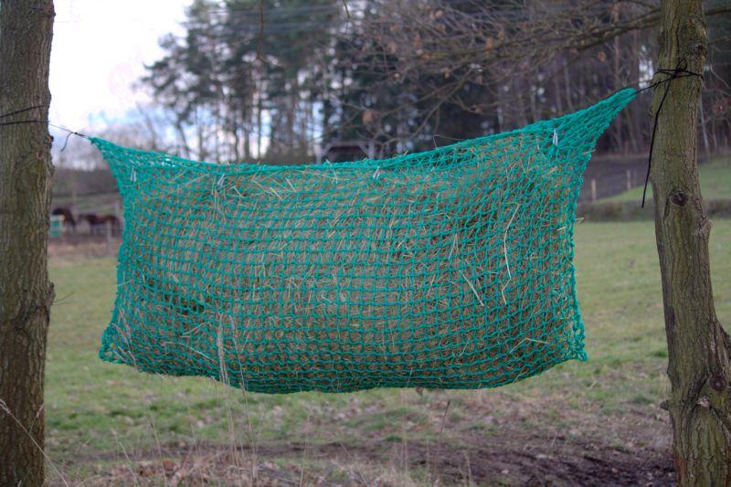 Síť na seno velká na krmení koní 0,70 x 1,2 m - kapsa s úvazky délky 2 m
