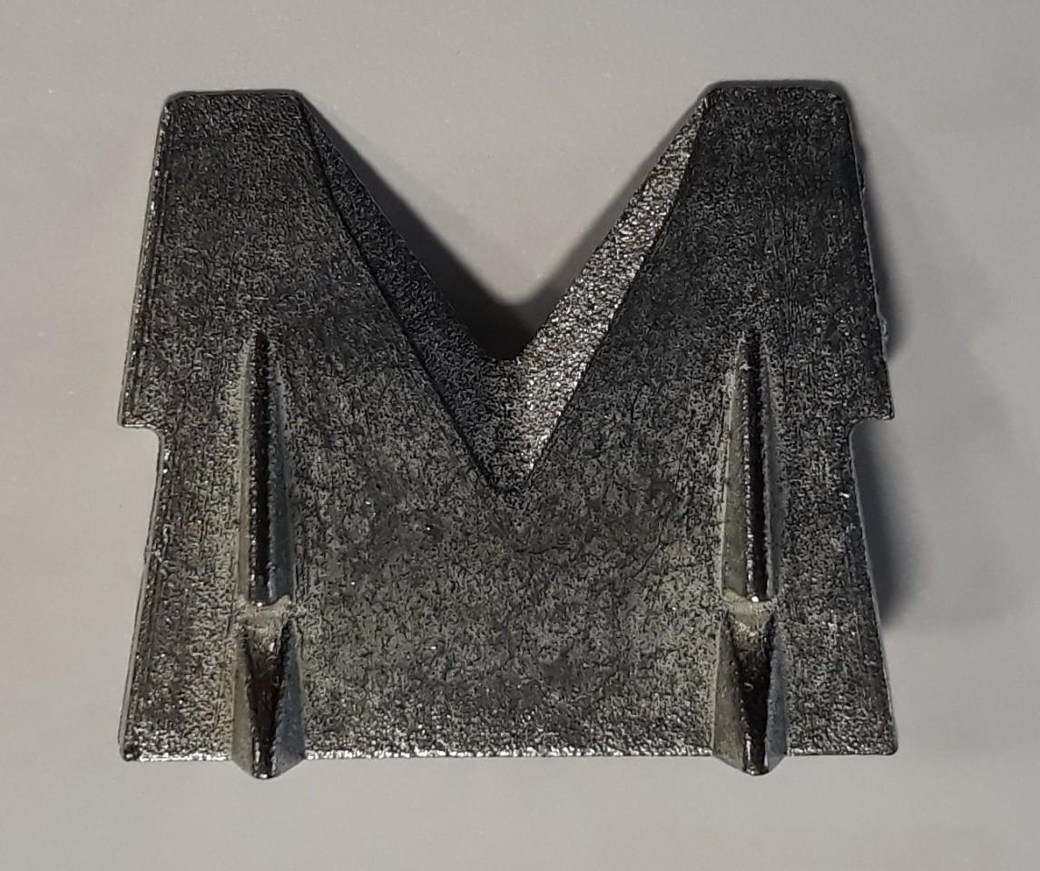 Klínek kovový pozinkovaný 34x32x11 mm na upěvnění sekery