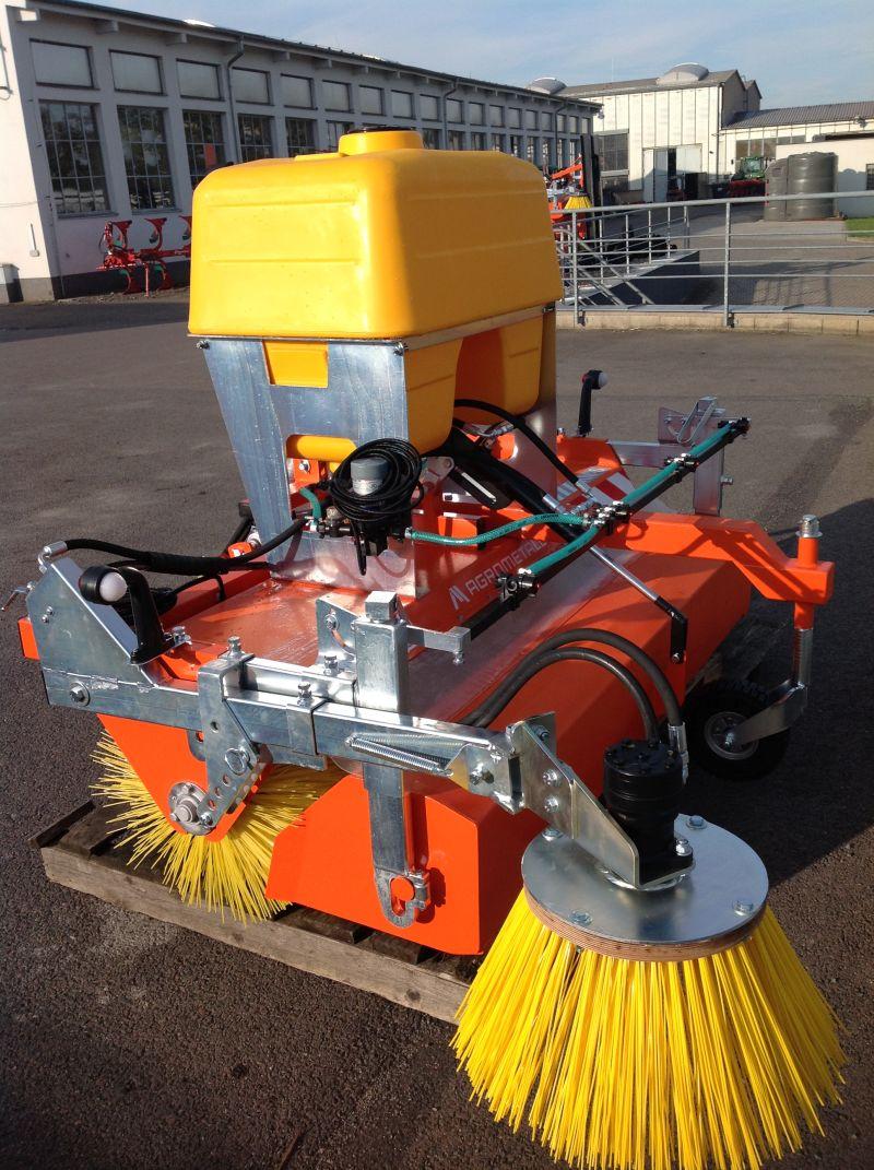 Zametač traktorový na traktor čelní Agrometall KM-S 1850 UH pohon hydromotorem