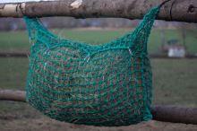 Síť na seno velká na krmení koní 0,55 x 1 m - kapsa s úvazky délky 2 m