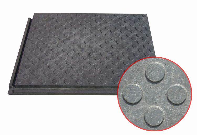 Stájová rohož zátěžová kvalitní plná malá 80 cm x 60 cm x 4,3 cm pro koně a skot