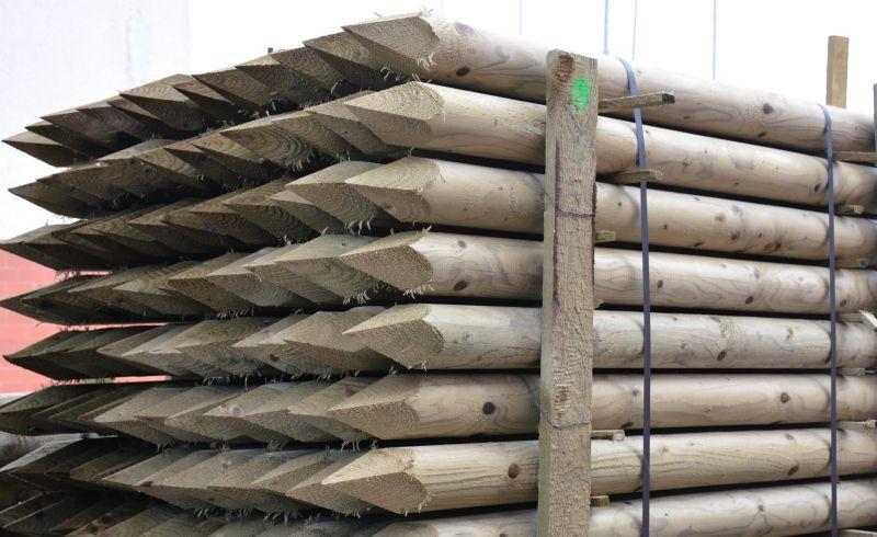 Dřevěný kůl kulatý borový 150 cm průměr 8 cm na ohradu