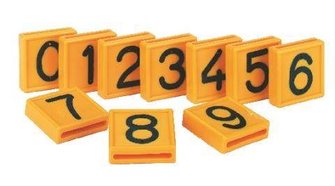 Čísla 4 k navlékání na obojky nebo opasky k označování skotu 10 ks