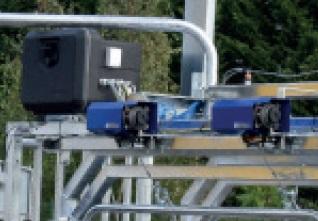 Sada 2 elektrické navijáky na podbřišníky pro paznehtářské klece pro skot PASDELOU